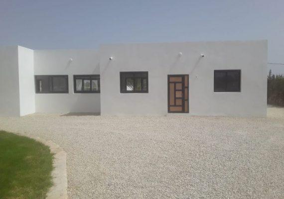 Villa moderne plain pieds location non meublée situé à 13 km d'Essaouira à bouzama , édifiée sur un terrain de 1600 m² offrant :