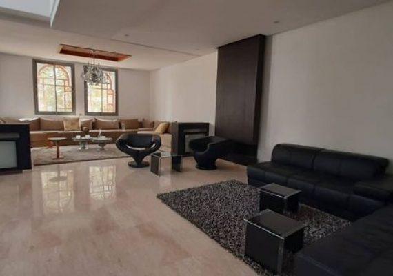 Villa finie située dans le meilleure quartier zone villa le plus sécurisé de la ville de Fés (Rte Imouzzer) composé de 3 niveaux (Sous-sol , RDC , et Étage )