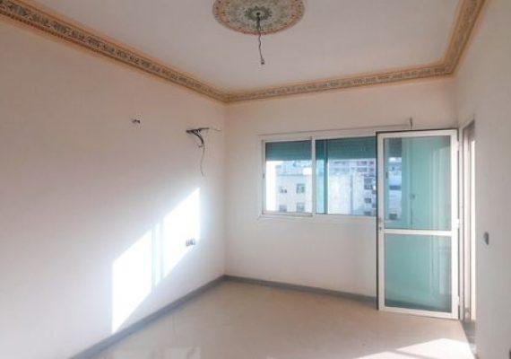 Magnifique appartement neuf de 143m² très ensoleillée, orienté sud-ouest, bénéficiant d'une hauteur sous plafond de 2,85m, au 4ème étage d'une résidence très bien entretenue à Hay Al Atlas en plein cœur de Fes avec :