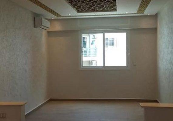 Dans une résidence de construction récente, nous mettons en vente un appartement au 4ème étage d'une superficie totale de 83m². Contenant 1 salon 2 chambres avec placards 1 cuisine 1 salle de bain balcon et climatisation.
