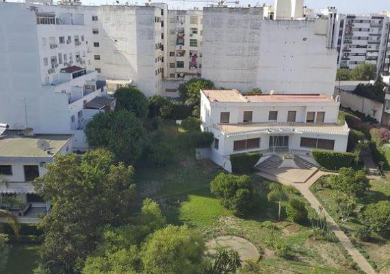 Au centre ville de kenitra, dans une résidence bien entretenue, nous vous proposons à la location cet appartement fraîchement meublé et avec tous les éléments de confort.