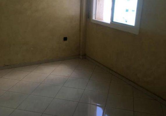 Nous vous proposons à la location un appartement à Mimosas près de station winxo au 4ème étage avec 1 grand salon, 2 chambres à coucher, cuisine , salle de bain et salle d'eau. Ascenseur, sécurité et parking au sous-sol.