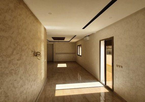 شقة 134م للبيع وسط المدينة مجهزة بانظمة تبريد كامرات و مصعد و بتصميم رائع و تمن جد مناسب
