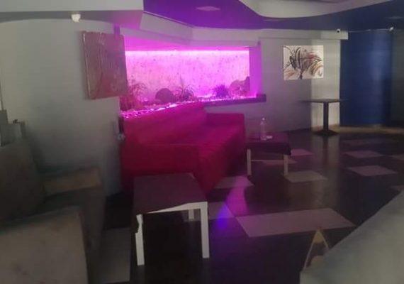 مكناس، حمرية : للبيع مطعم و اصل تجاري مساحته 602 متر مربع يتوفر على مرآب (cave)