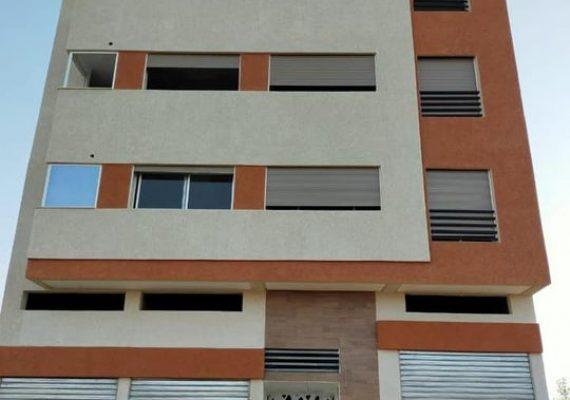 شقق 80 متر مربع ذات واجهتان متكونة من غرفتان وصالون وسيجور متواجدة في حي اليونس مهدية تتميز بجودتها وقربها من جميع المرافق
