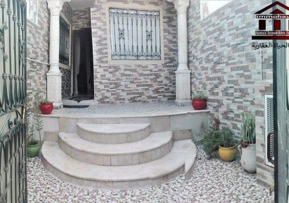 #immohayet met en vente une superbe maison au rdc dans une résidence semi- collective bien gardée avec place de parking privée avec abri au Mourouj 4 près de toutes commodités : à 2 mn du métro , centre challekh , commerces :