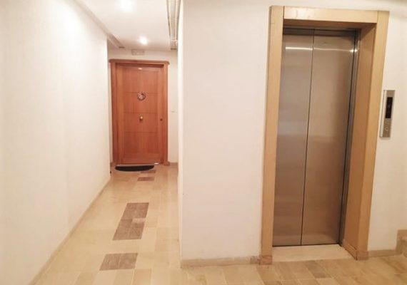 immo-hayet met en vente un bel appartement s1 à el mourouj 6 au 1 er étage avec une bonne orientation ,près Maximo Donati dans une belle résidence avec ascenseur :