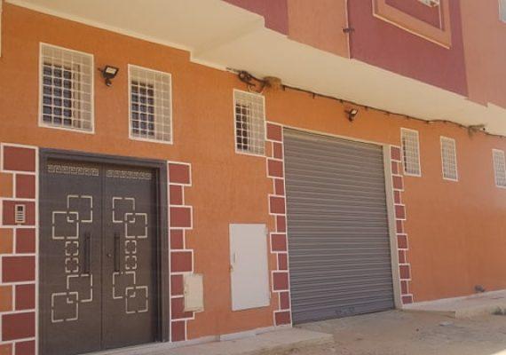 Résidence SUD, située à Ras El Kef Gafsa (à 300 m de l'hôpital. Elle est équipée d'un parking privé, de caméras de surveillance et de service de conciergerie, met en vente des appartements de haut standing :