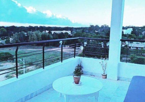 UN TEMPS À TERRASSE 🐦 À LOUER 🔑 – un S+2 meublé de 150m² avec sa charmante terrasse dans une résidence sécurisée – Gammarth