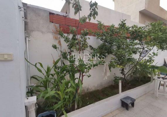 En vente chez notre agence LEADERS IMMO une magnifique maison avec abri voiture dans un quartier calme à Borj Cedria.