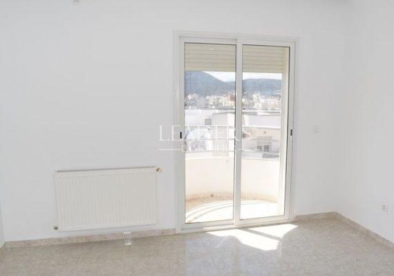 LEADERS_IMMO vous propose un superbe appartement S+1 dans une résidence gardée située à Borj Cedria à 500 m de la plage.