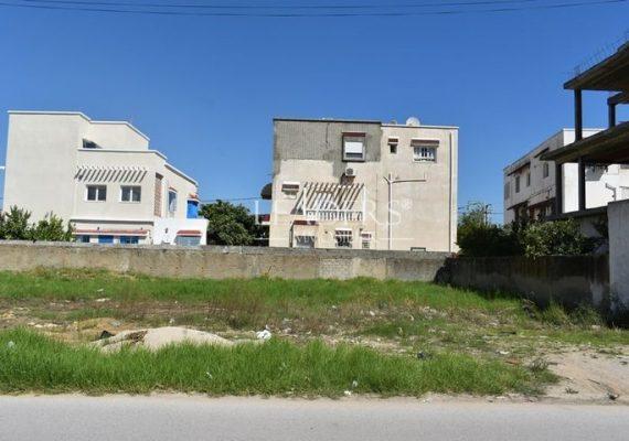 En vente chez notre agence LEADERS IMMO un superbe terrain viabilisé dans un excellent emplacement à Rades Maliene.