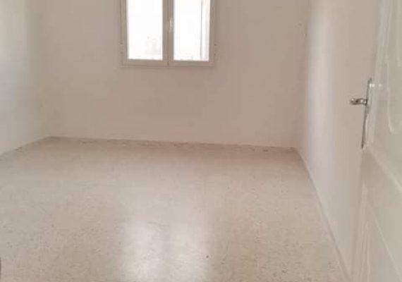 🏠 Appartement S+2 à Hammam lif 💲 Prix:420DT : ✅ Appartement S+2 au 2ème étage composé d'un salon,2 chambres à coucher ,cuisine , Salle d'eau salle ,située dans un quartier résidentiel , endroit calme et agréable, qui se trouve à 3 minutes à pied de la gare Arrêt du Stade. ⛔ pour jeune couple fonctionnaires