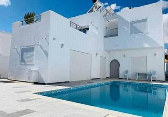 Passer un séjour de rêve à Djerba ☀️👒🌅🏝🏊♂️🚣♀️ dans une charmante villa style moderne très haut standing 🏘️ dans un endroit calme 🌆🌇 à la zone touristique, en face de plage Séguia 🌊🏖️☀️ avec une vue panoramique sur mer🌅 ;