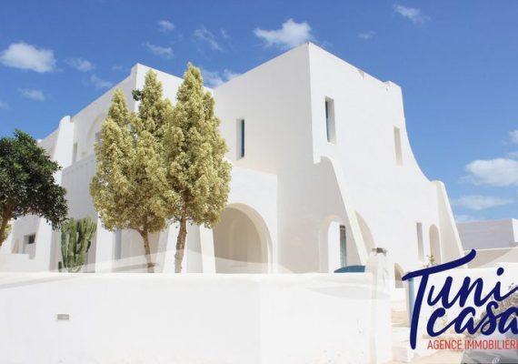 Tunicasa vous propose la résidence Blanc Bleu🏡Située à Houmt Souk à proximité de clinique« CHIFA ».