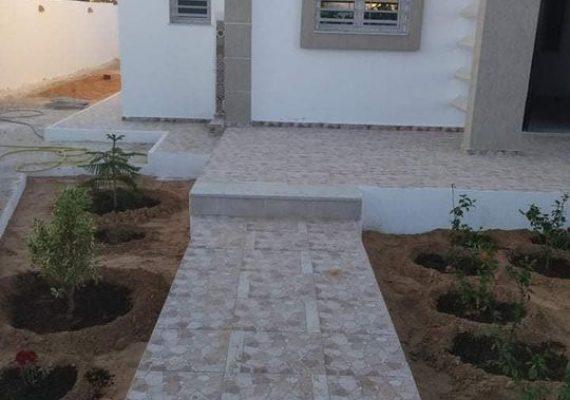 A vendre villa S+3 neuve de 619 m2 de terrain clôturer dont 180 m2 couvert à Houmt souk proche des commodités dans quartier calme