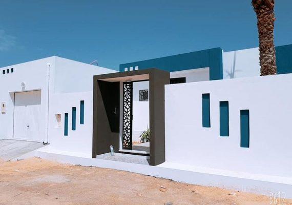 Villa neuve S+2 avec piscine de 410m2 de terrain clôturer dont 145m2 couvert a la rte de l aéroport houmt souk