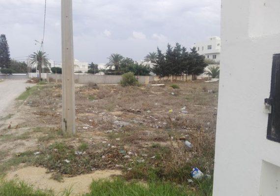 L'agence immobilière EL amen vous propose à vendre un terrain à bâtir a kelibia la blanche elmansourah 😍 petit paris 😍,,surface 700 m2 fait le coin et deux façade sur deux rues de 9 m/8metre a 300mètre a la plage ,