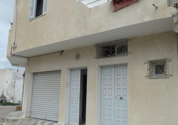 Immobilière Mahran Services vous propose à vendre un duplex situé à zone El Waheb de la Chebba (prés de la mosqué) .il est composé de :