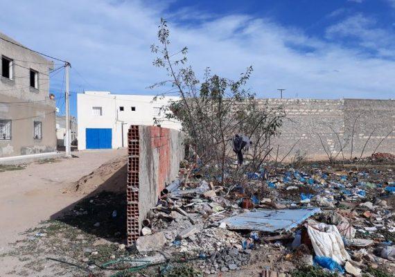 Immobilière Mahran Services vous propose à vendre 3 lots lotissée situé à rue jalta de la chebba . les lots sont situé à une zone résidentielle et sont prés de l'école primaire (400 m) , souk hebdomadaire (200 m) , lycée secondaire (600 m) .