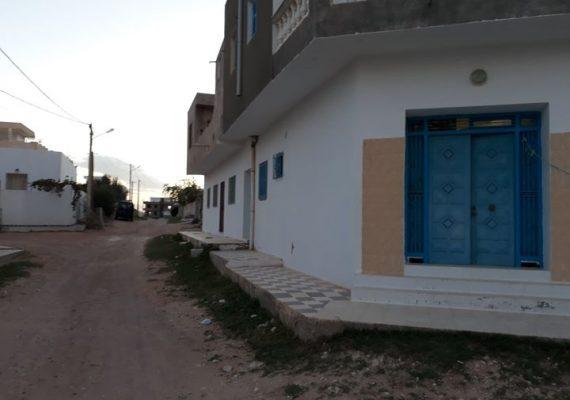 Immobilière Mahran Services vous propose a vendre un studio prés du casino et la belle plage de la chebba. Le studio est composé de: