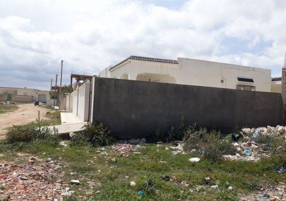 Agence immobilière mahran services vous propose à vendre une maison non fini au route du port (zone el borj ) de la chebba