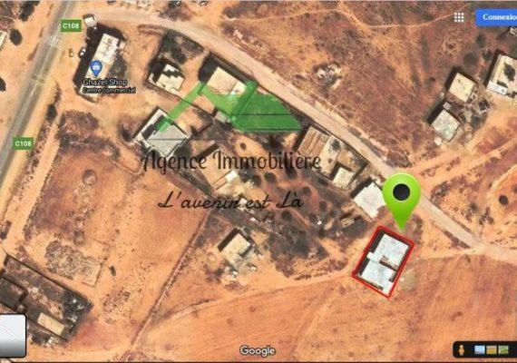 2 فيلات في طور الانجاز للبيع بالقرب من مفترق الطريق الحزامية طريق جربة قبالة المبيت الجامعي تفتح على 2 شوارع