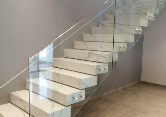 🔴🔴pose tous les modèles du rampe escalier et garde corps en aluminium aspect inox et inox🔴cabine de douche 🔴☑garentie a vie entier oxydation☑devis gratuit 📜☑déplacement gratuit 🚛☑ 7j/7j⚠ contacter nous 📲 sur : 22278378ou sur la page art de la pose ou bien visiter nous atelier 📍Ariana-cité el ghazela . 💵