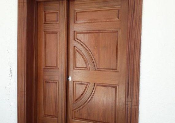 Porte extérieure en bois acajou avec habillage 140*220cm avec remise de 20% .Flash promo pour une semaine