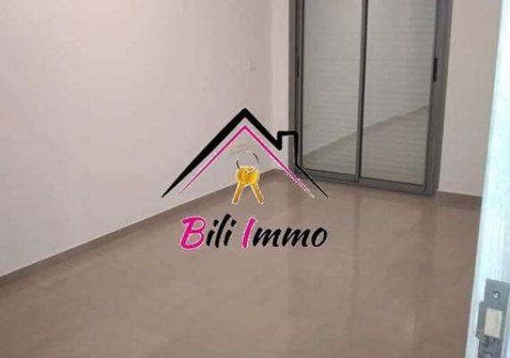 Agence #bili Immobilière vous propose un luxueux bureau S+2 sans meubles de gamme haut standing pour location annuel.