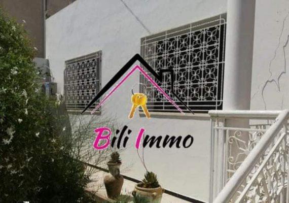 Agence bili immobilière vous propose à la vente une villa haut de type S+3 avec studio d'une superficie de terrain : 400 m2