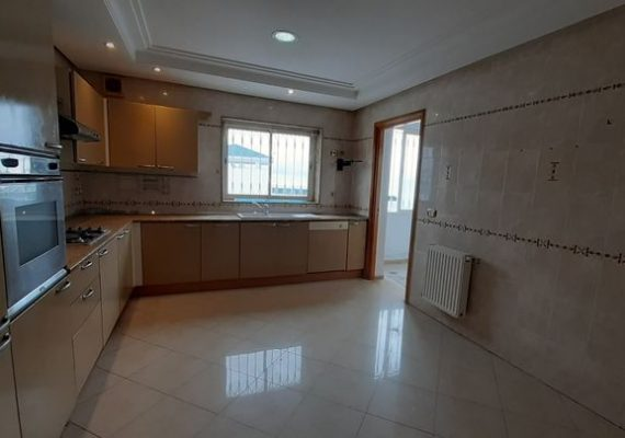 A vendre S+3 de 165 m² à Ennasr 2
