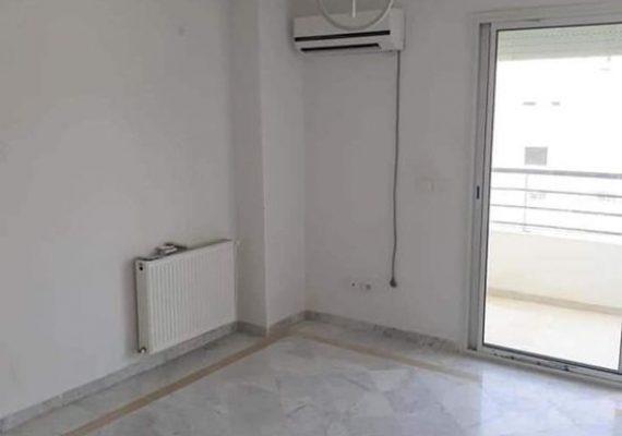 L'agence immobilière flash Home immo vous propose à la vente un magnifique s2 haut standing situé dans une résidence calme et sécurisée à l'aouina près de toutes commodités.