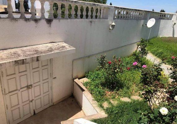 L'agence Flash home immo vous propose à la vente une magnifique villa de deux niveaux situé dans un emplacement idéal à rades Mongil.