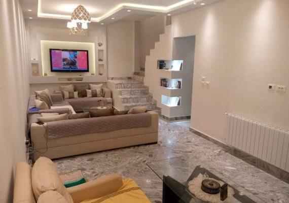L'agence Flash home immo vous propose à la vente un magnifique Triplex HS situé dans un quartier calme et résidentiel à Ezzahra.
