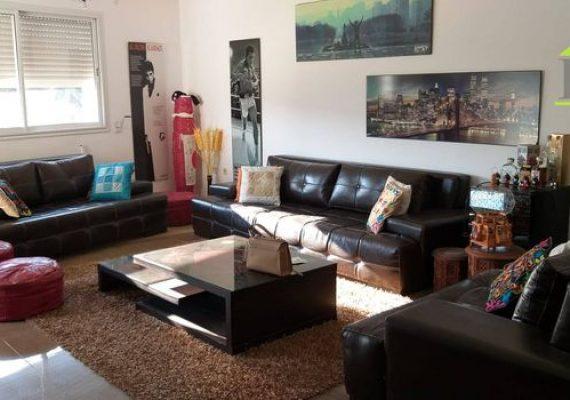 Immobilière Ben Said met en vente un appartement d'une superficie de 100 m² situé au 1er étage d'un immeuble sise dans un quartier calme à ain mariem.