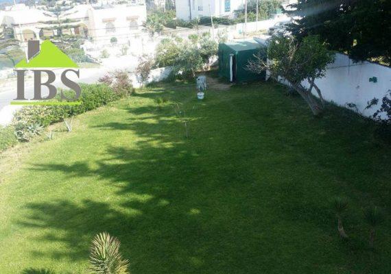 Immobilière Ben Said met en vente une villa d'une superficie bâti de 500 m² située sur la route panoramique corniche.